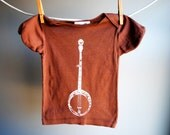 Banjo T-Shirt - 18 to 24 month-  Organic and Sustainable - Hand Dyed Cocoa Brown with White Screen print
