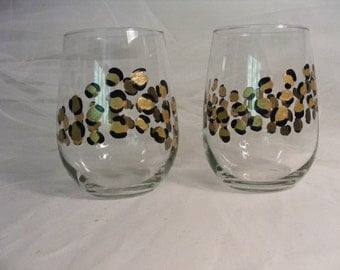stemless leopard wine glasses - perfect for a birthday gift or bridesmaids