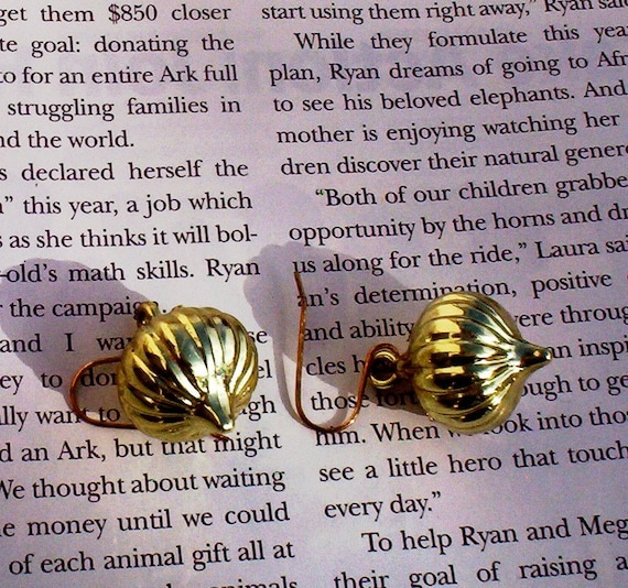Gold color  plastic earrings Christmas Ornaments