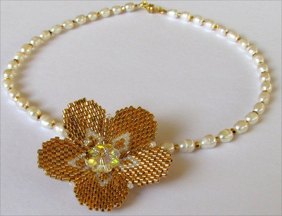 Golden Heart Flower Beadwork Necklace