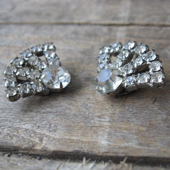 rhinestone clip on earrings - vintage sparkly prom earrings
