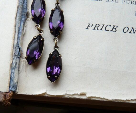Notice me - Vintage royal purple glass jewel earrings