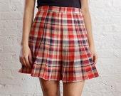 SALE .. plaid school girl pleated skirt (m/l)