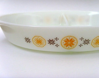 Vintage 1960s Pyrex Casserole Dish / 1.5 Quart / White, Orange & Brown Town and Country Pattern / Divided Dish / Gift Under 25