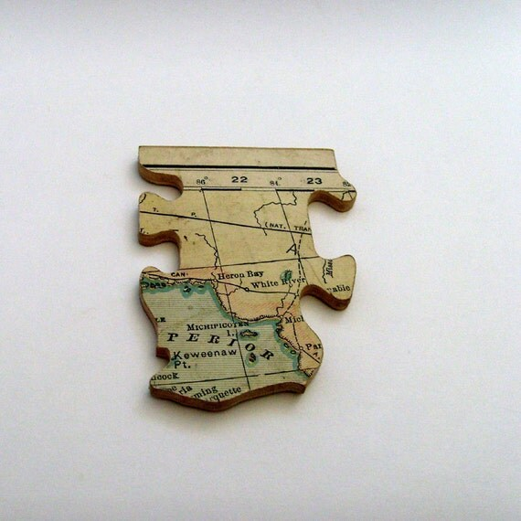 White River - Heron Bay CANADA Brooch - Lapel Pin // Upcycled 1931 Wood Jigsaw Puzzle Piece // Pale Yellow - Green