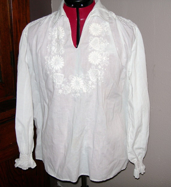 SALE  Vintage hearts and flowers Embroidered Hungarian Folk Blouse XL