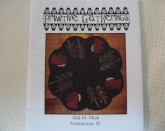 Pattern WOOL TABLE MAT   Old St. Nick and Trees
