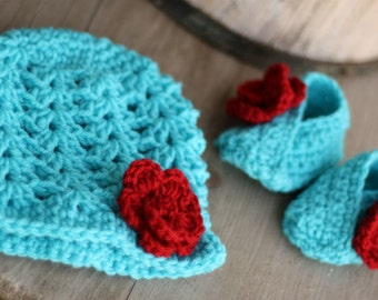 Crochet 0-3 month size hat and matching baby bootie set teal and red