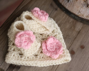 Cream and pale pink Crochet 0-3 month size hat and matching baby bootie set