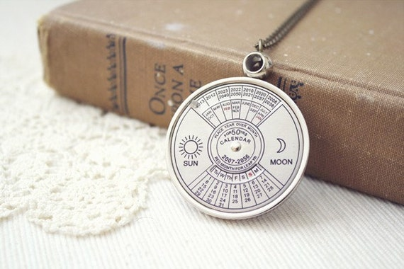 quaint getaway - a functional and unique calendar necklace.