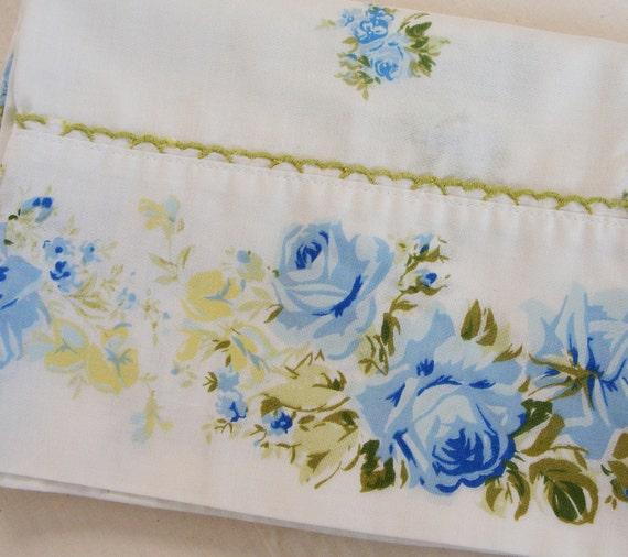 Vintage Standard Pillowcase - Blue Flower Green Lace