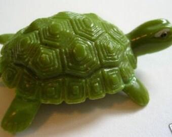 Vintage Magic Dancing Plastic Turtle Toy Magnet Novelty Magneto Hong Kong