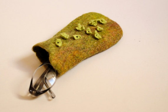 Hand felted eyeglass case with floral motive. Hydrangea