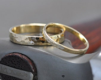 Yellow Gold Band Set, 18K Gold Simple Wedding Rings, Hammered Texture, 2mm and 4mm, customizable, Sea Babe Jewelry