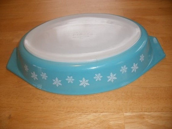 Turquoise Snowflake Pyrex Casserole Dish with Lid