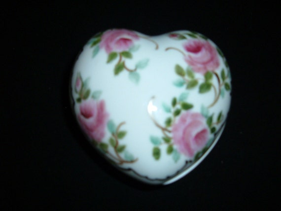 I  Heart You Heart Shaped Porcelain Hand Painted Trinket Jewlery.Box Hand Painted China Shabby roses #28