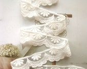 Cotton Lace Fabric Trim - Retro Off White Cream Flower Scallop Cotton Lace TRIM 1 Inch 2 Meters - Diana
