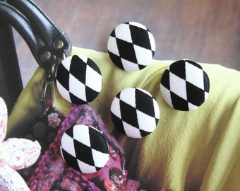 Handmade Black White Harlerquin Diamond Checks Fabric Covered Buttons, Black White Diamond Checks Fridge Magnets, CHOOSE SIZE 5's