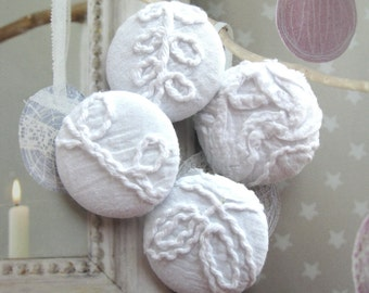"""Handmade Large Country Rustic White Floral Flower Cotton Lace Fabric Covered Buttons, White Floral Lace Fridge Magnets, 1.5 """" 4's"""