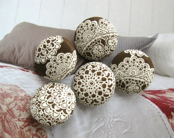 Fabric Buttons, Retro Wedding Brown Off White Floral Flower Lace Fabric Covered Buttons, Retro Flower Lace Fridge Magnets, CHOOSE SIZE 5's