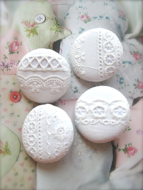 "Handmade Large Country Rustic Off White Floral Flower Cotton Lace Fabric Covered Buttons, White Floral Lace Fridge Magnets, 1.5 "" 4's"