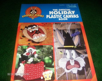 Plastic Canvas Patterns Looney Tunes Holiday Plastic Canvas Pattern leaflet Leisure Arts 1781
