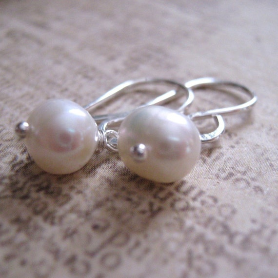 The Classic single pearl earring on sterling silver - Freshwater Pearl Earrings - Bridal Jewelry