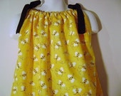 Pillowcase Dress Busy Bee size 3m, 6m, 9m, 12m, 18m, 2T, 3T, 4T with Grosgrain Ribbon Ties
