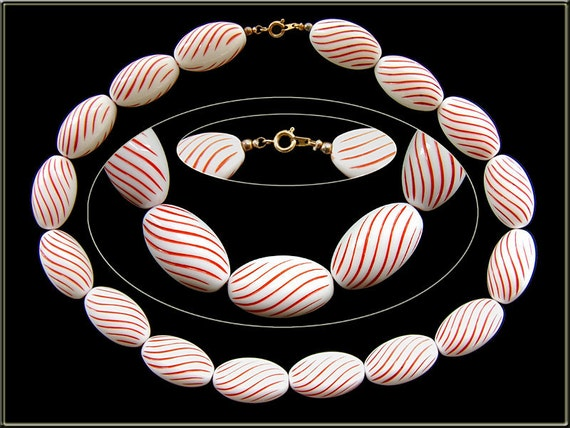 Vintage 1960s Cultural Kitsch PEPPERMINT TWIST Chunky NECKLACE