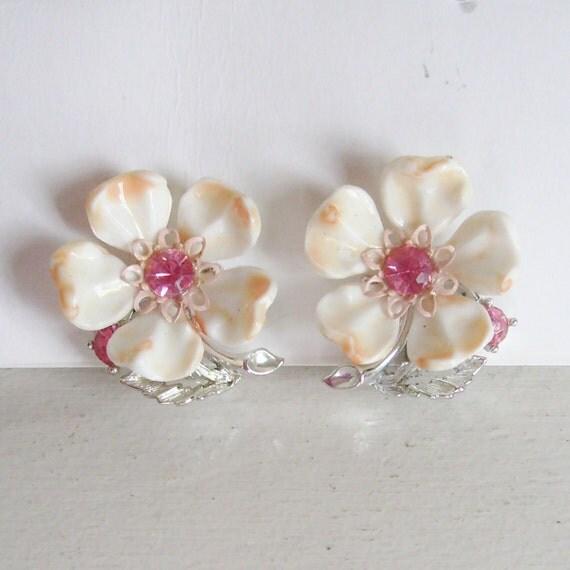 Vintage Lisner earrings flower plastic with pink rhinestones on silver screw post