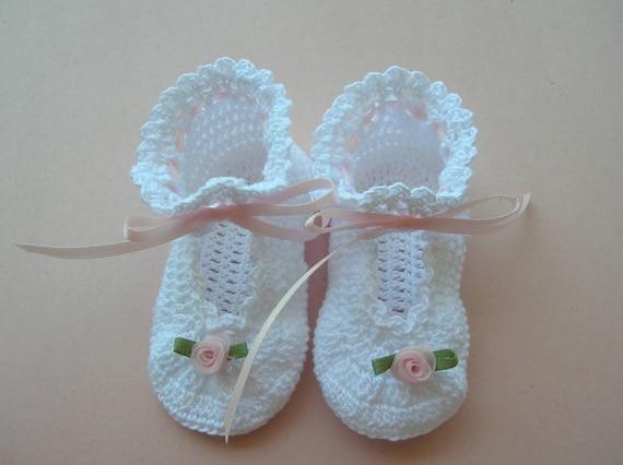 Crochet Baby Booties,White Baby Booties, Christening Baby Booties, Blessing Booties, Newborn Booties, Heirloom Booties, Baby Girl Booties,