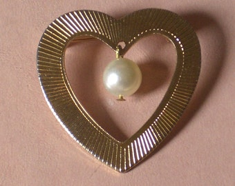 Vintage Sweet Heart Sweetheart Pin gold tone faux pearl ... Nancy held him close to her heart. FREE SHIPPING to U.S. see details. Moddities