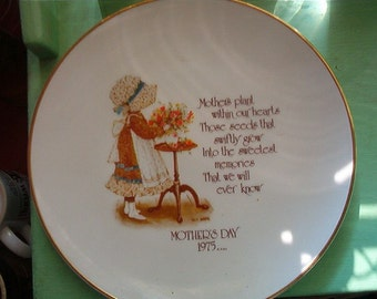 1975 Holly Hobbie Mother's Day Plate