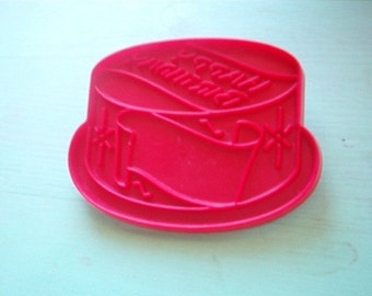 Vintage TUPPERWARE Red Hard Plastic Figural Happy Birthday Cake Cookie Cutter