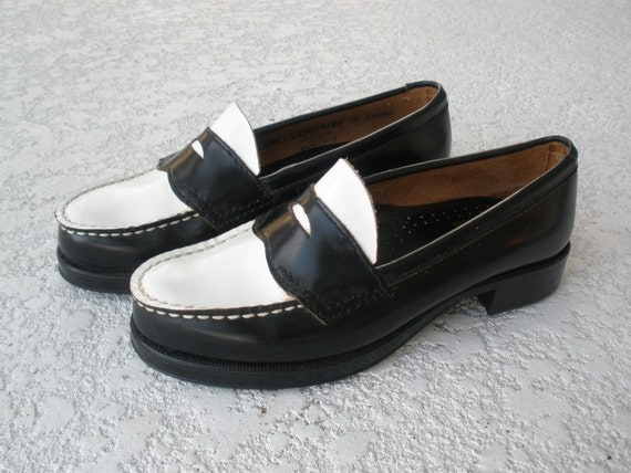 Vintage penny loafers two tone black and white size 6 1/2
