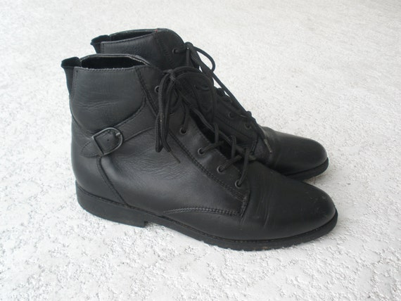 Vintage black leather lace up ankle boots size 7 1/2 side buckles