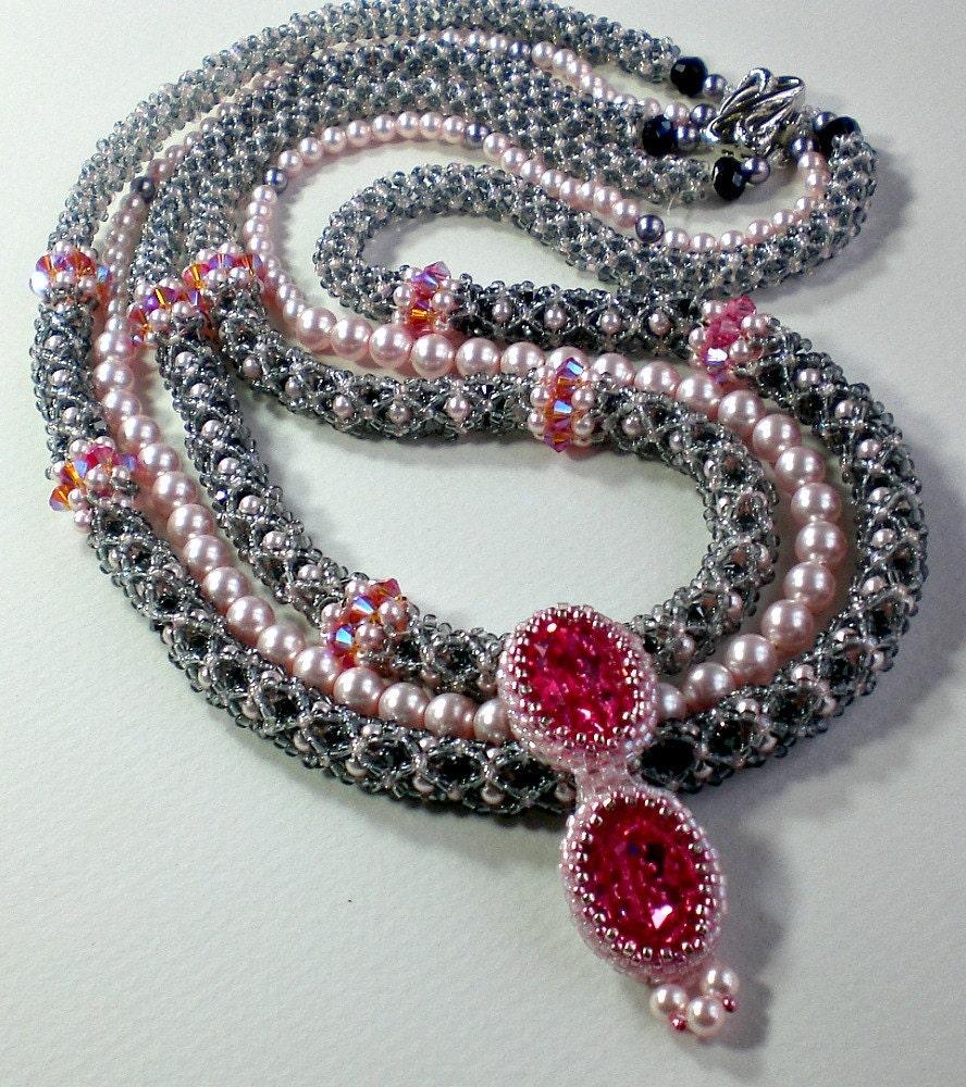 rivoli necklace pink fuchsia beadwoven beaded beadweaving