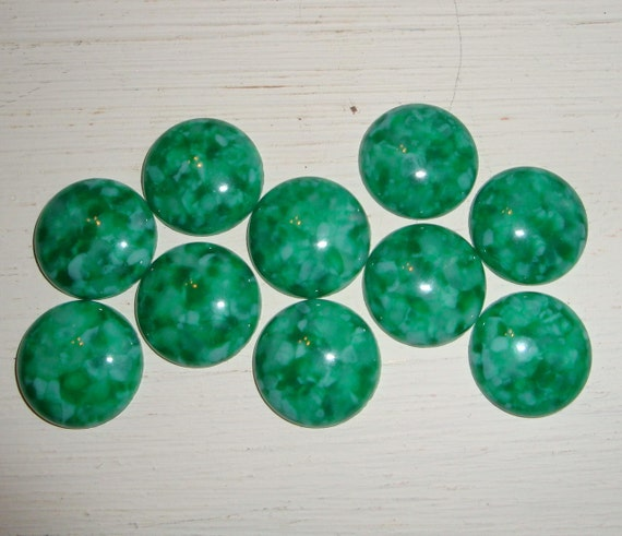 Green Round Cabochons, Plastic, Jewelry Supplies, Crafting   (171-11)