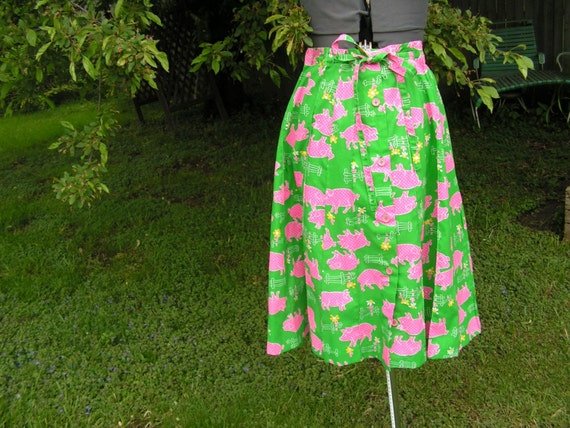 Happy vintage 70s emerald green skirt with pink  piglets print.