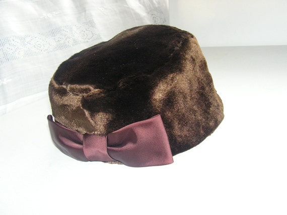 Luxurios vintage 50s  brown faux fur  winter hat,accented with a bow, made by Madelene and Jeanne.