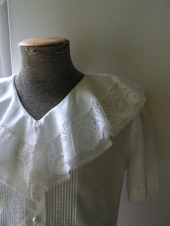 Vintage 80s  renaissance style white blouse with oversize double , ruffled collar.Made by Lauren Lee.Size 10