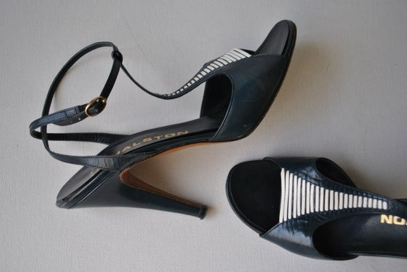 Luxurious vintage 80s genuine leather , navy blue with white accent heels.Made by Garolini in Italy. Size 8 N