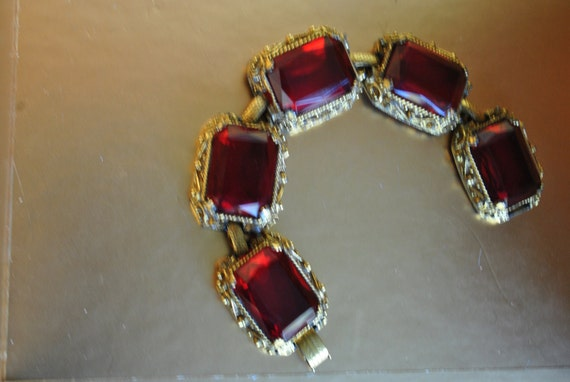 RESERVED FOR NADIA.Glamour vintage 40s merlot red chunky , large bracelet. Made by Judy Lee.