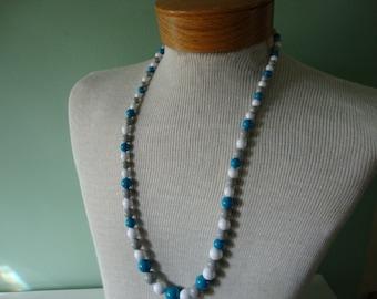 Vintage necklace Vintage jewelry Vintage costume jewelry Vintage 1980s necklace Vintage plastic bead necklace blue necklace white necklace