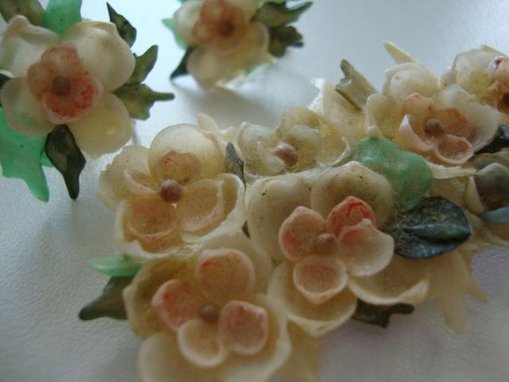 Vintage seashell brooch and clip on earrings