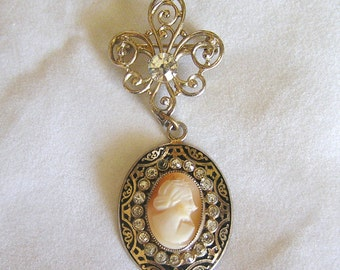 Vintage Coro Cameo Dangle Brooch. J71