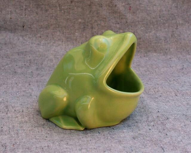 Ceramic frog sponge holder scrubby holder or ashtray in lime - Frog sponge holder kitchen sink ...