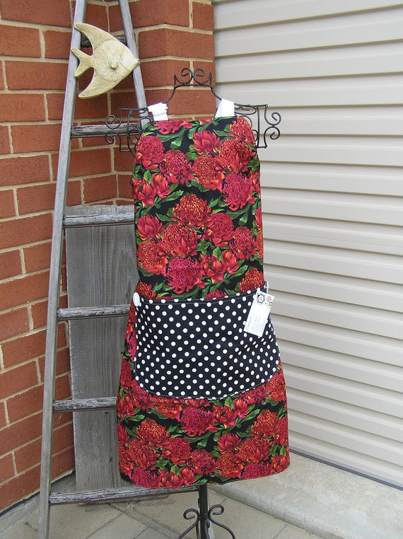 Apron  Red Wildflowers (430)