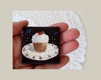CUPCAKE Refrigerator Magnet - Hand Painted by Rodriguez