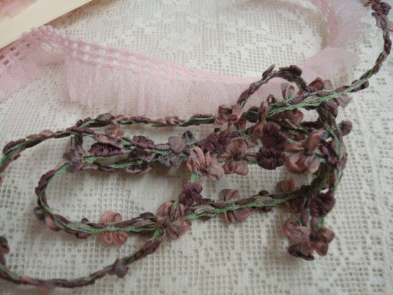 1yd Dusty Victorian Mauve/Lavender Buds And Bows Trim